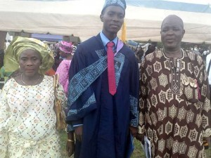 Arowosegbe-Micheal-Aderibigbe-with-his-parents-Mr-and-Mrs-Aderibigbe (1)