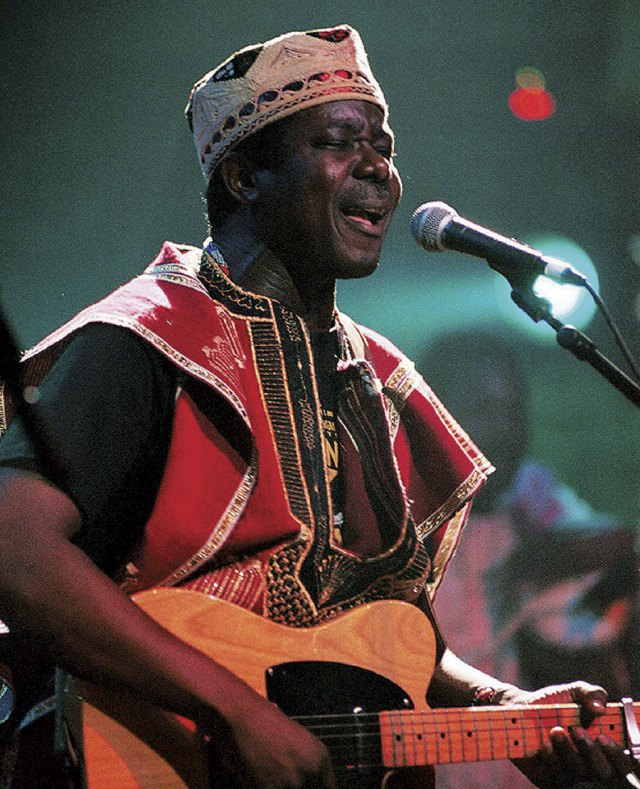 King Sunny Ade becomes a lecturer in Obafemi Awolowo University.